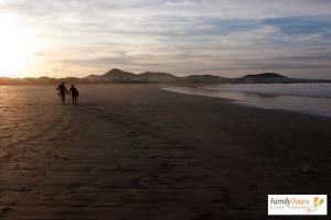 zwiedzanie Lanzarote Playa Famara plaża surferów
